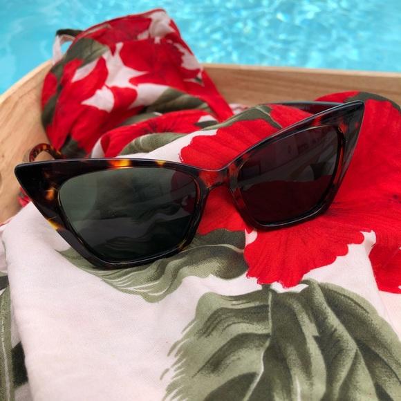 5e5aa3e5ce0 Chic Cat Eye Frame Sunglasses